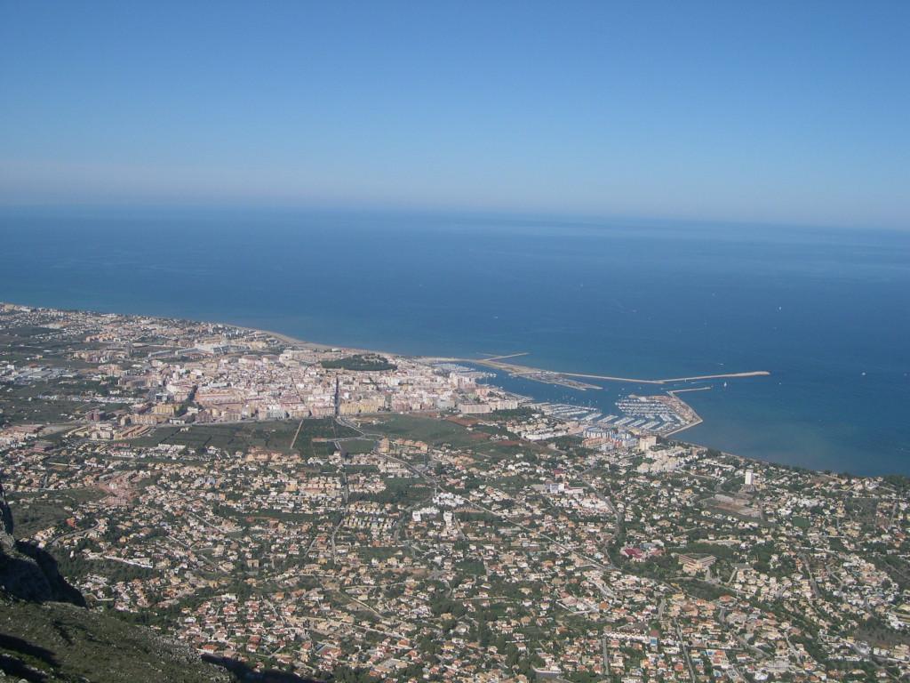 Vista de Dénia desde lo alto del Montgó