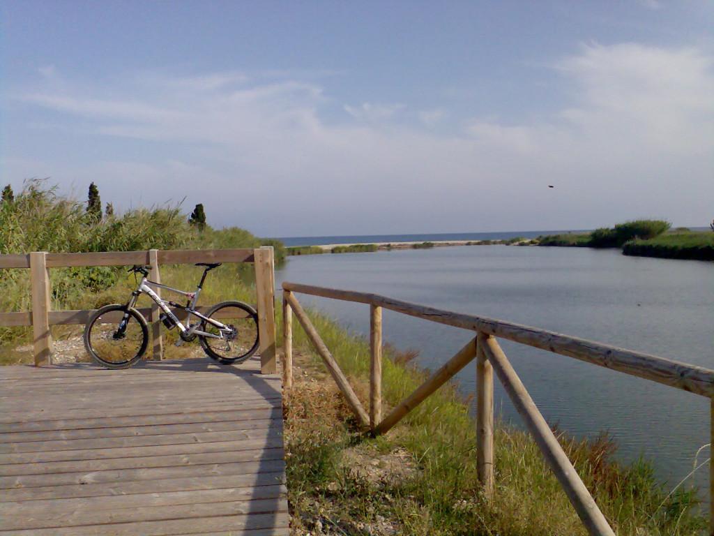 Recorridos en bici en el río Mijares. Foto: Nectarsport.