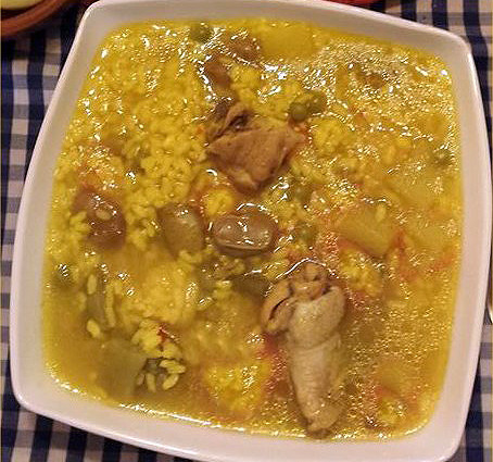 Cómo se hace el arroz caldoso con caracoles y conejo