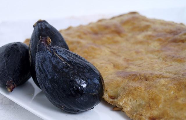 Receta de la coca de atún salado
